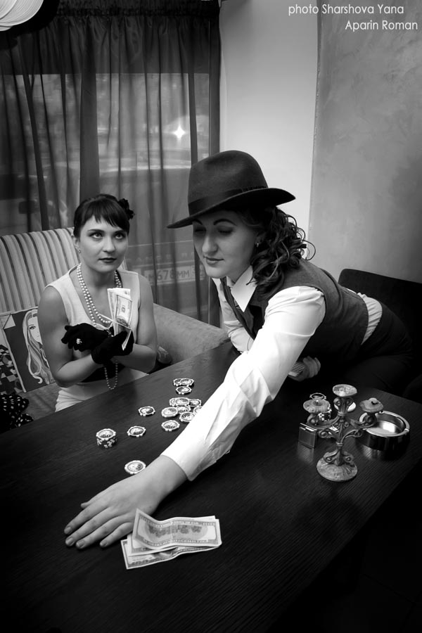 Вы просматриваете изображения у материала: Фотосессия Нуар   фотографы Яна Шаршова и Роман Апарин